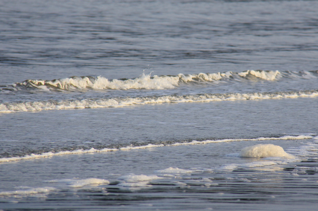 Waves rolling in at Saratoga Beach!